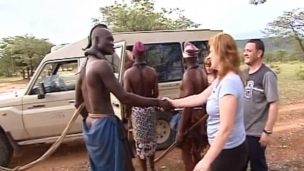 La familia Carrión llega a Namibia. De pronto, el guía les abandona