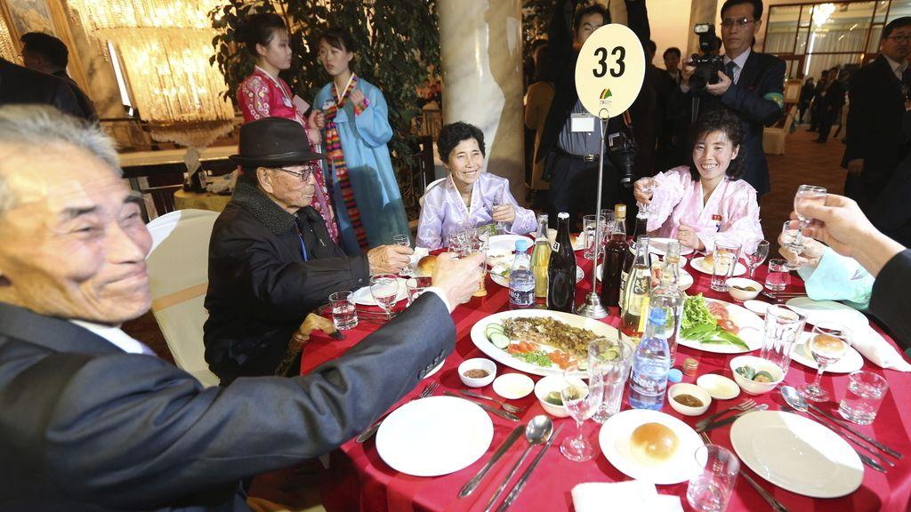 Reunión de familias separadas por las dos Coreas