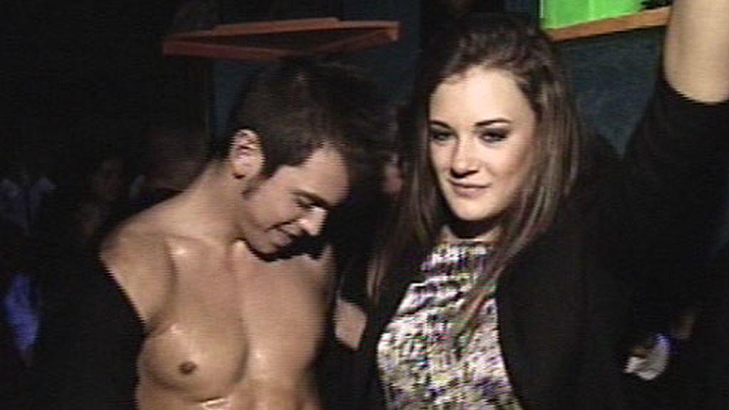 Macarena y Marc en la fiesta desmadre