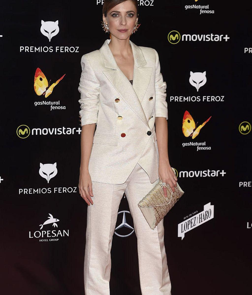 Leticia Dolera con esmoquin blanco