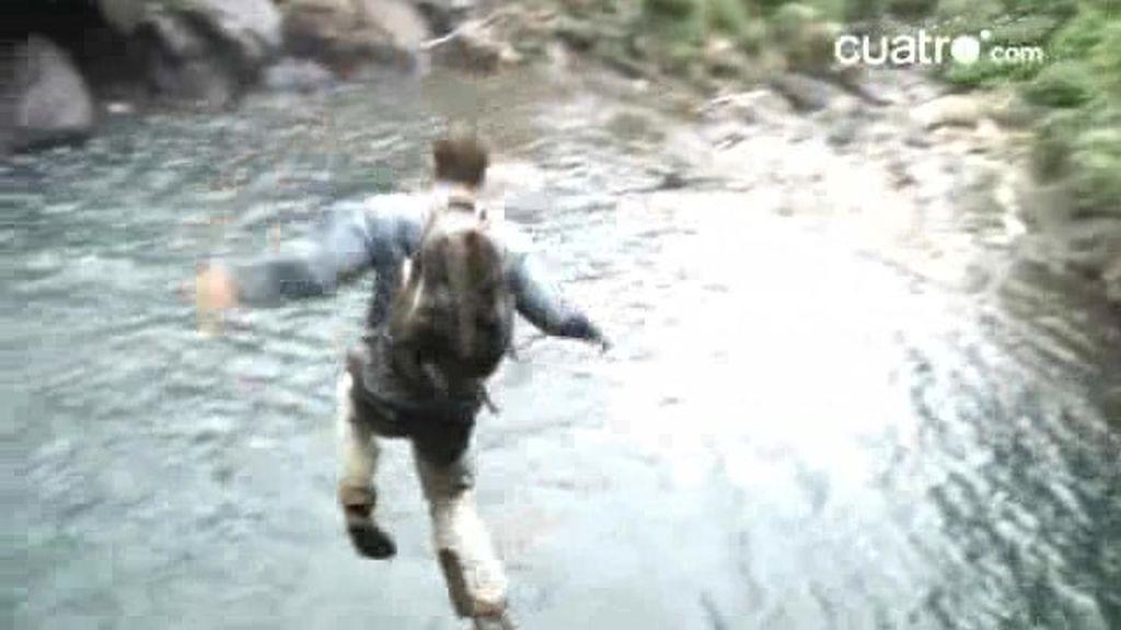 Guatemala: Grylls salta precipitadamente desde un acantilado