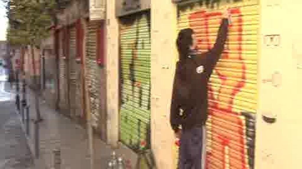 Malasaña se abre a los grafitis