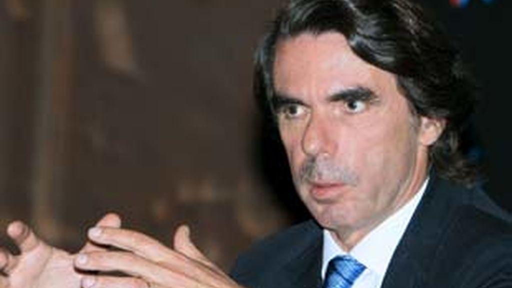 Aznar critica la gestión del gobierno de Zapatero. Vídeo:Informativos Telecinco