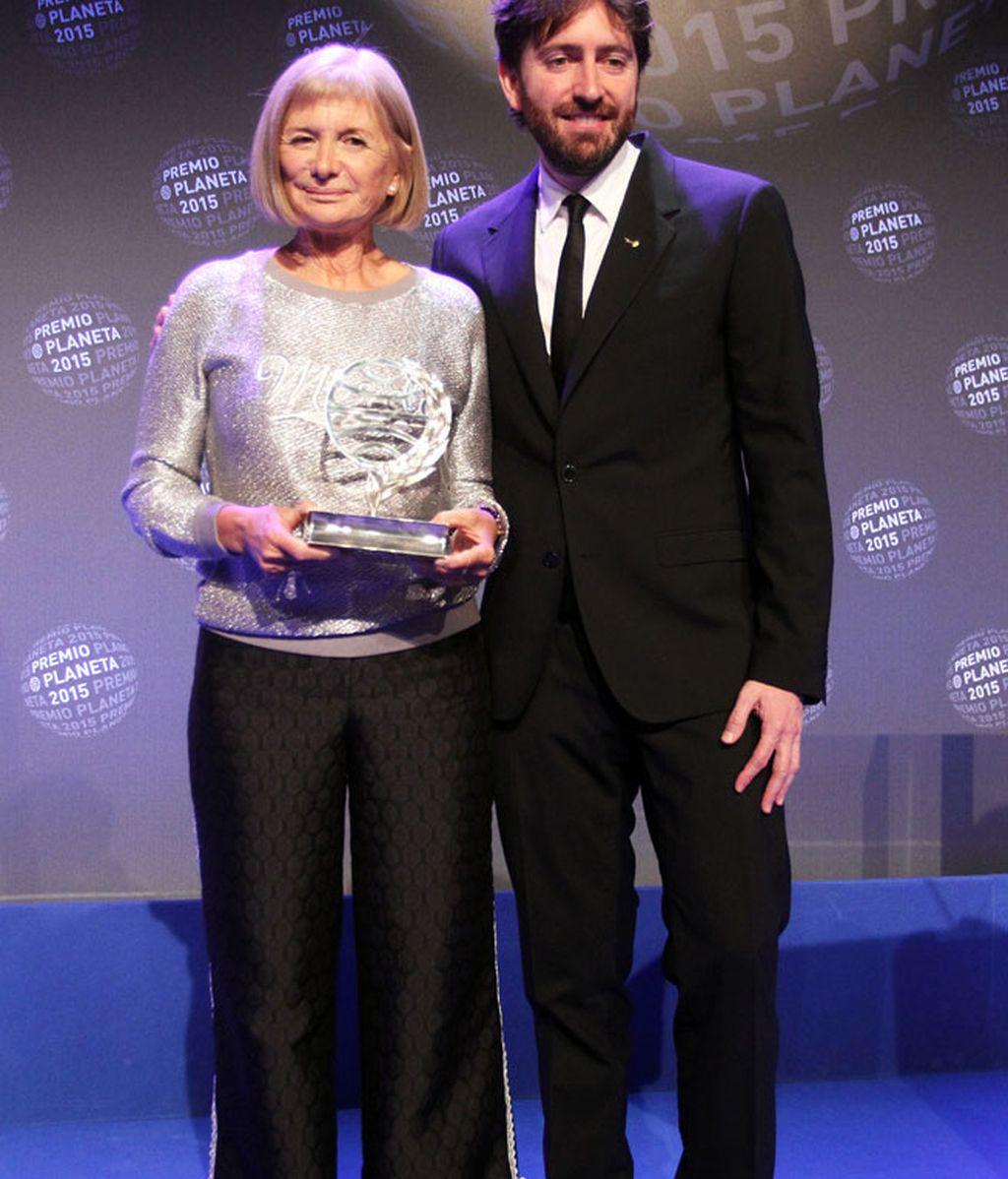 La ganadora, Alicia Giménez Barlett, junto a Daniel Sánchez Arévalo, finalista