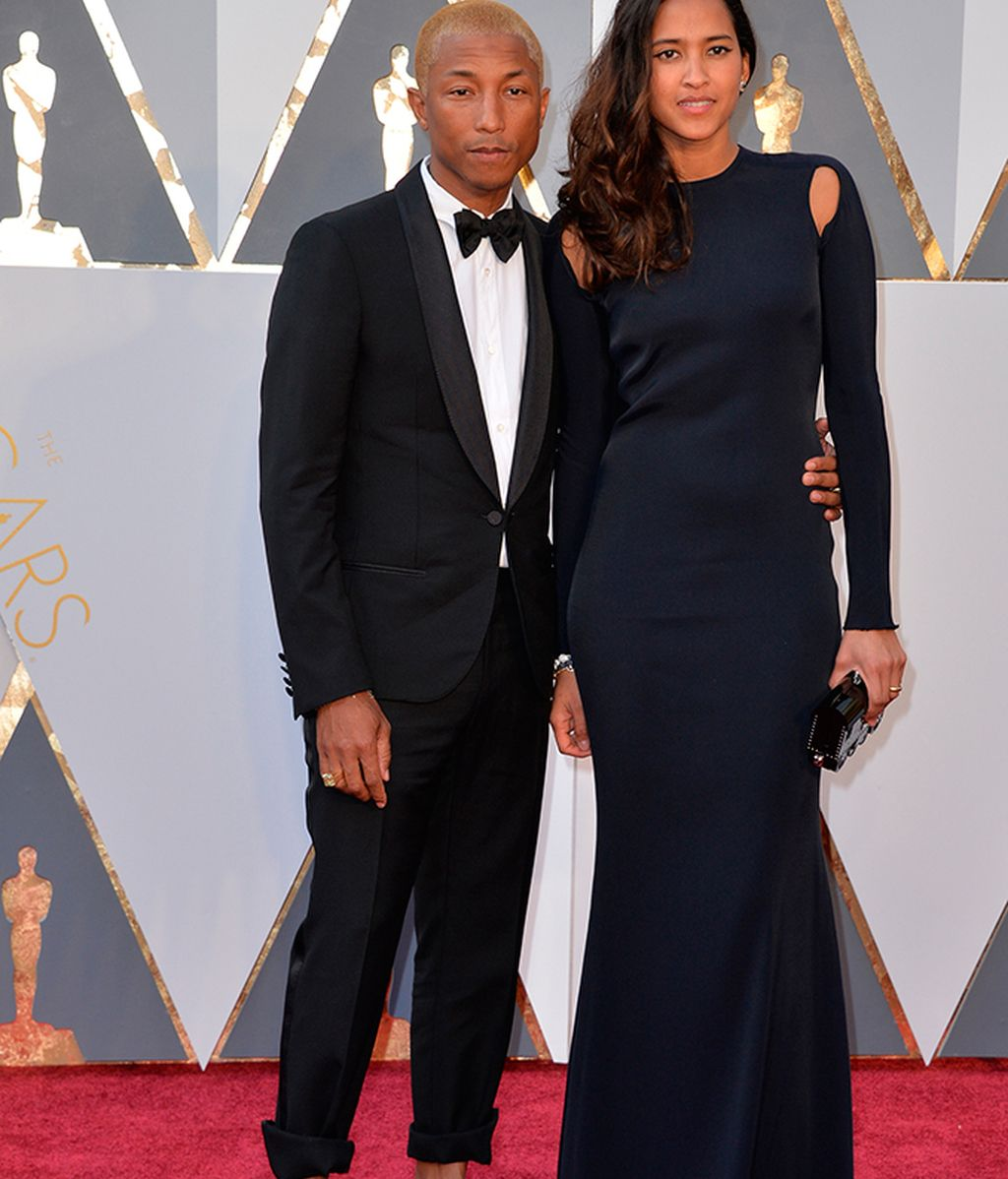 Pharrell Williams junto a Helen Lasichanh