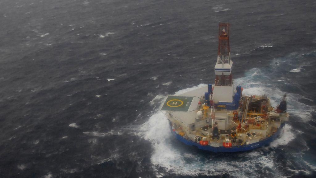 Un buque a la deriva de Shell encalla cerca de Alaska con más de 520.000 litros de diesel