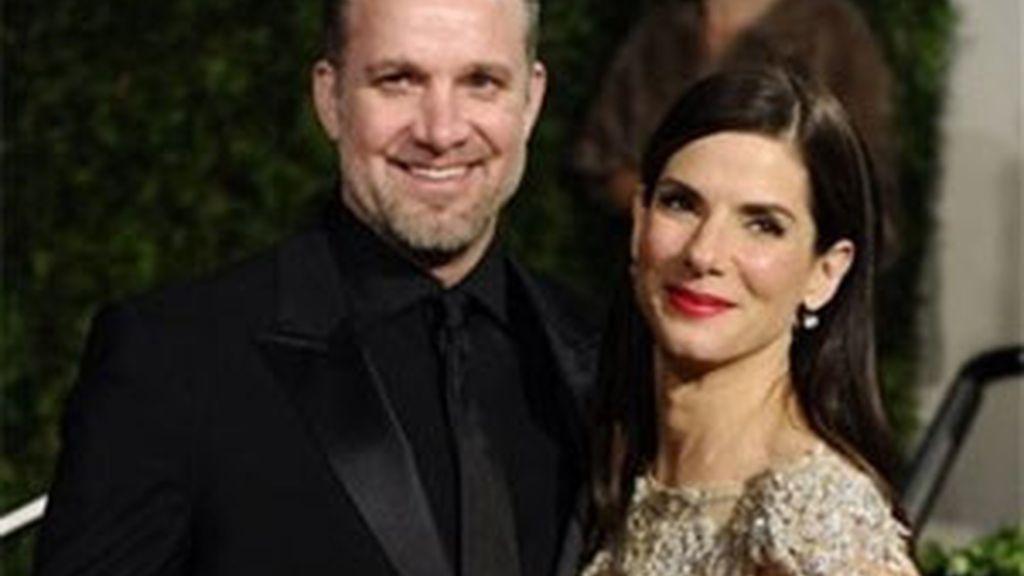 Sandra Bullock y Jesse James en la pasada ceremonia de los Oscar. Foto: AP