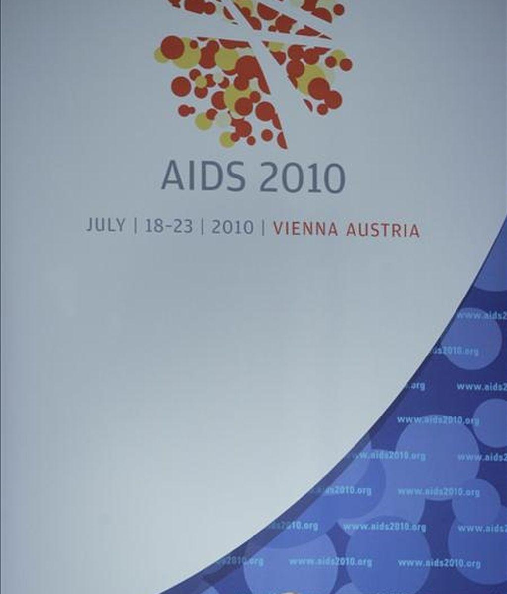 El presidente de la Sociedad Internacional del SIDA, de la conferencia SIDA 2010, Julio Montaner, toma la palabra durante la inauguración de la 18ª Conferencia del SIDA en Viena. EFE