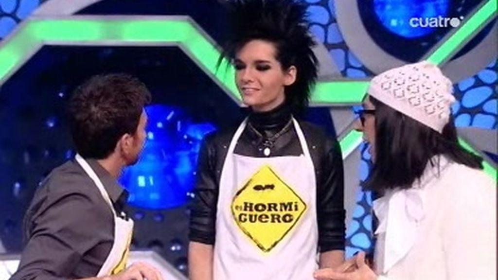 Flipa explica a Tokio Hotel cómo cocinar con hidrógeno líquido