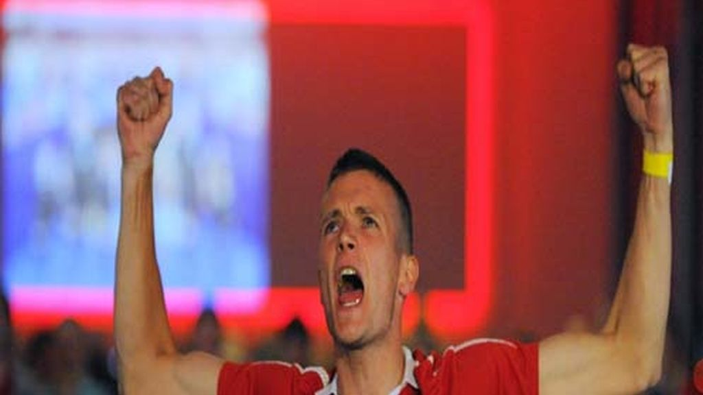 Aficionado del Manchester tras el gol de Rooney