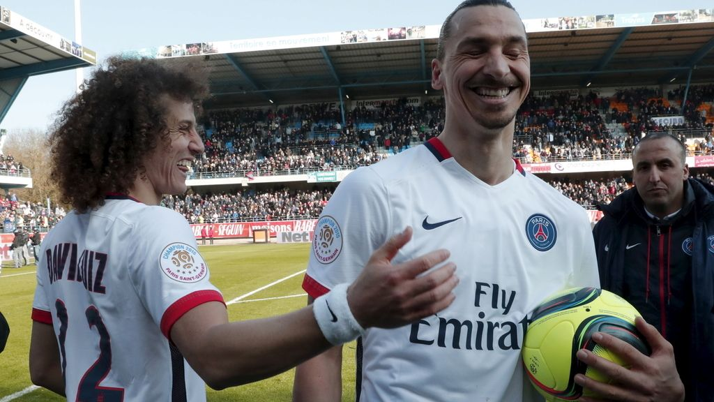 Ibrahimovic feliz con su póker de goles para ganar la liga más fugaz de Francia (13/03/2016)