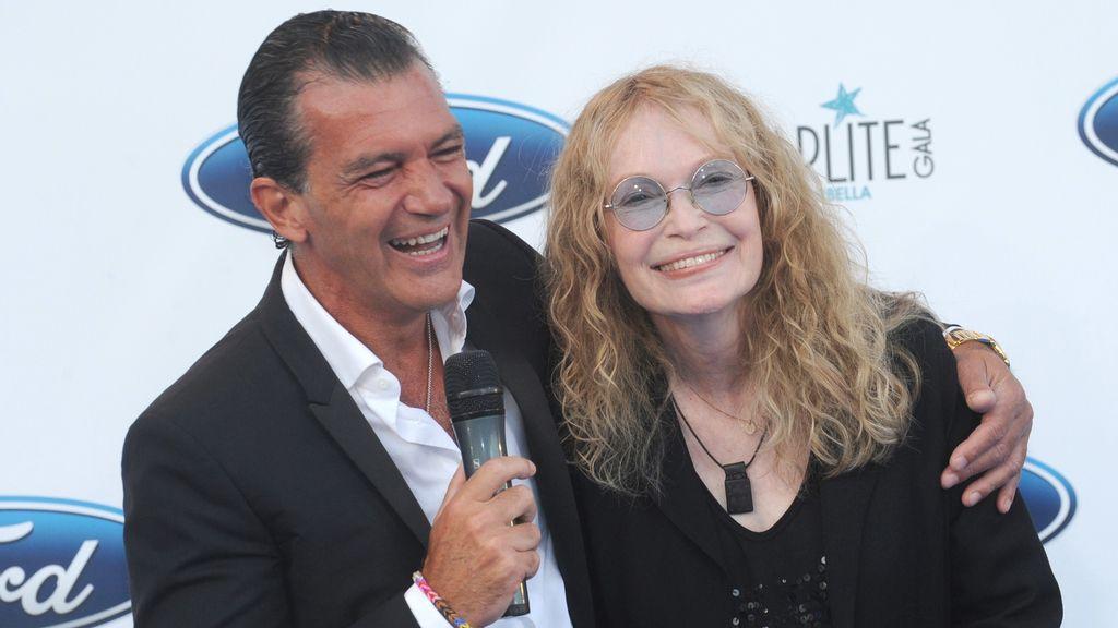 Antonio Banderas y Mia Farrow en la gala Starlite