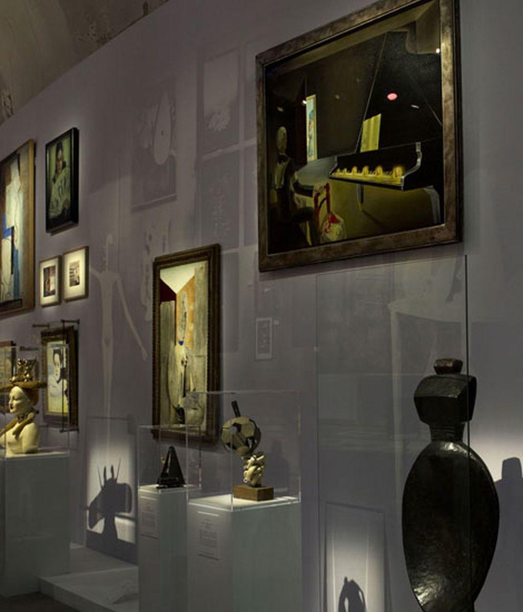 Algunos cuadros de la exposición 'Miss Dior'