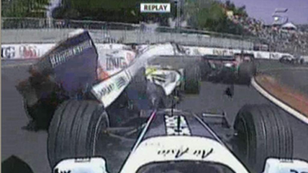 Alonso fuera de la carrera en la primera vuelta