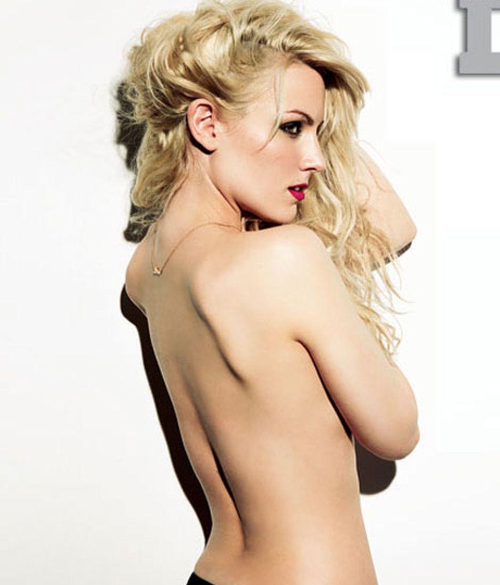Sin camiseta, Edurne muestra su lado más sexy