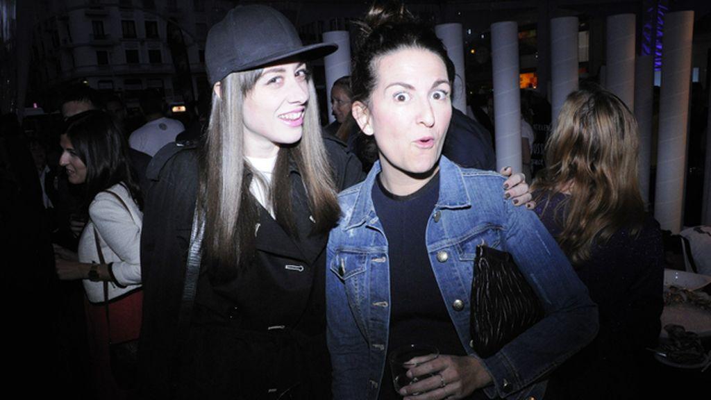 La estilista y dj Natalia Ferviú con Juncal Cucullo, directora de moda de Cosmopolitan
