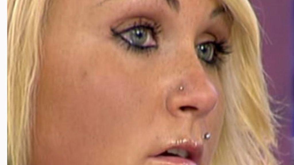 Saray no puede contener las lágrimas