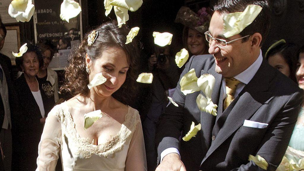 La juez Mercedes Alaya renueva sus votos matrimoniales en Sevilla