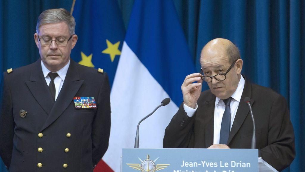 El ministro de Defensa francés, Jean-Yves Le Drian, en rueda de prensa