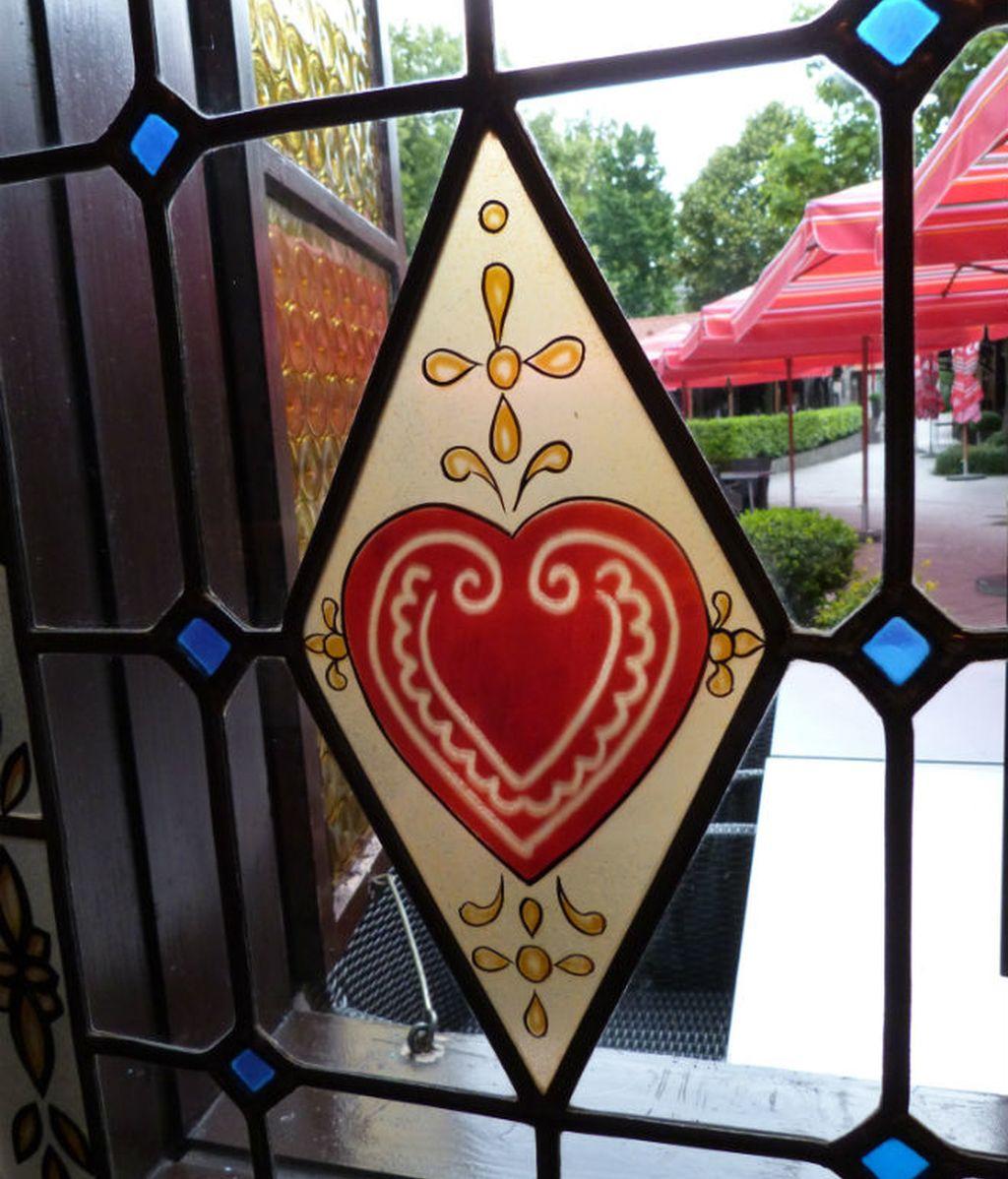 zagreb. corazon ventana