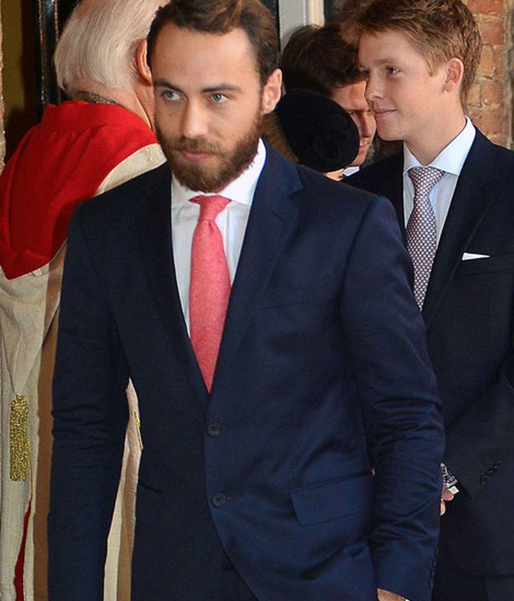 James Middleton, hermano de Kate, con una corbata coral
