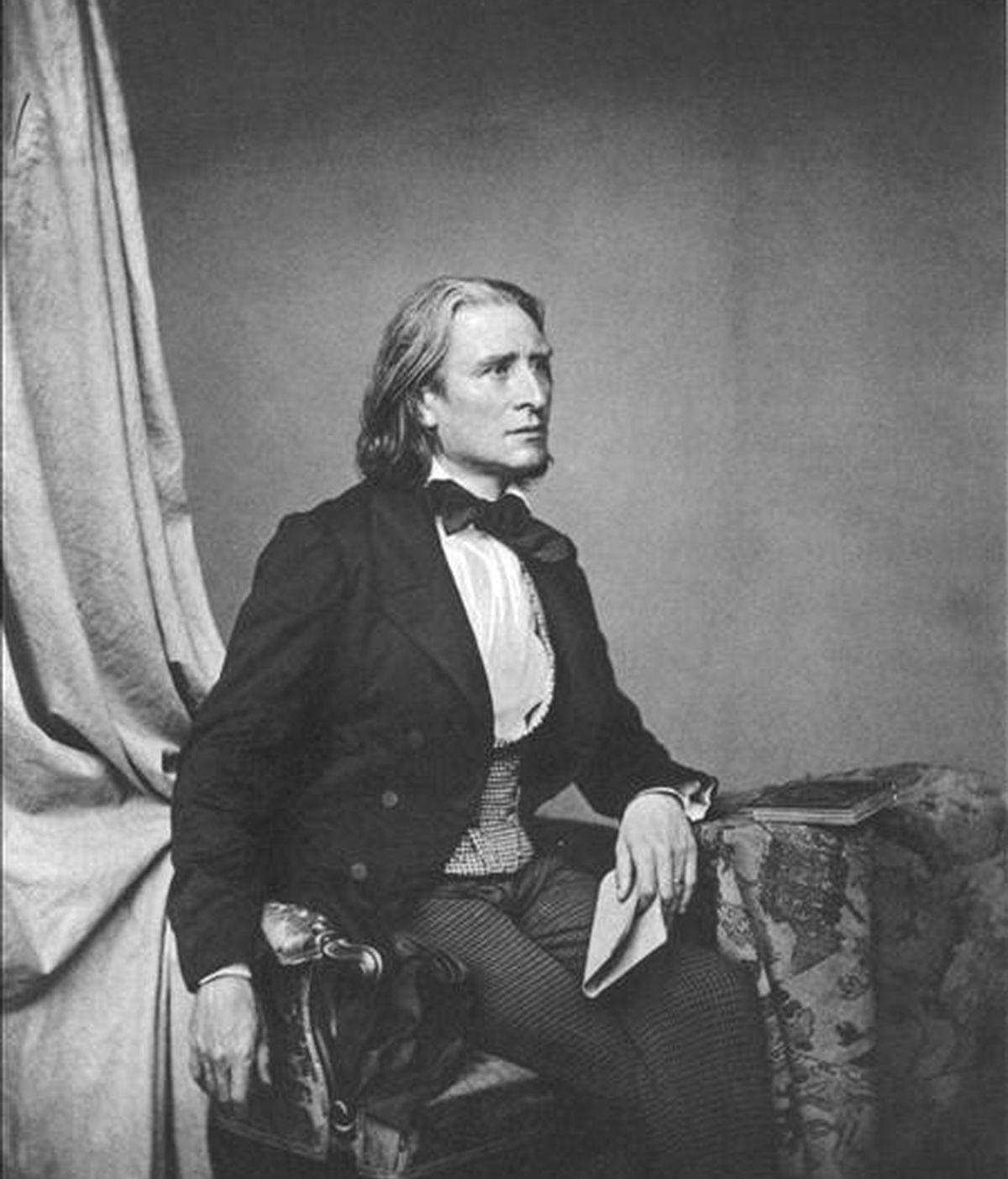 """Fotografía facilitada por los organizadores del """"Año Liszt"""" que muestra una imagen de Ferenc (Franz) Liszt, uno de los compositores europeos más importantes del siglo XIX. Hungría celebrará a lo largo de todo el año el 200 aniversario del nacimiento de Liszt, quien, a pesar de sus raíces germanas, siempre se sintió magiar. EFE"""