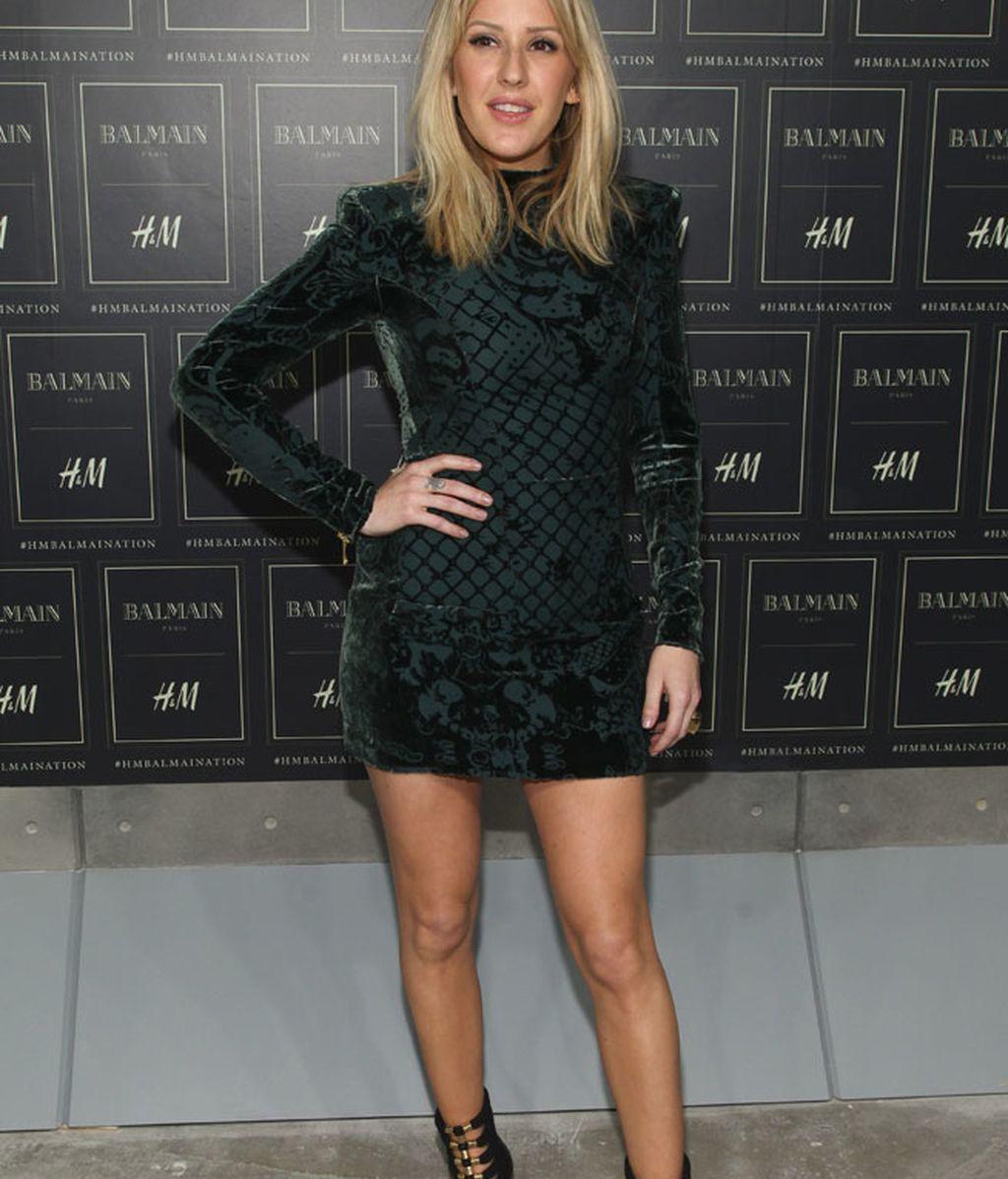 Ellie Goulding, mini vestido y sandalias