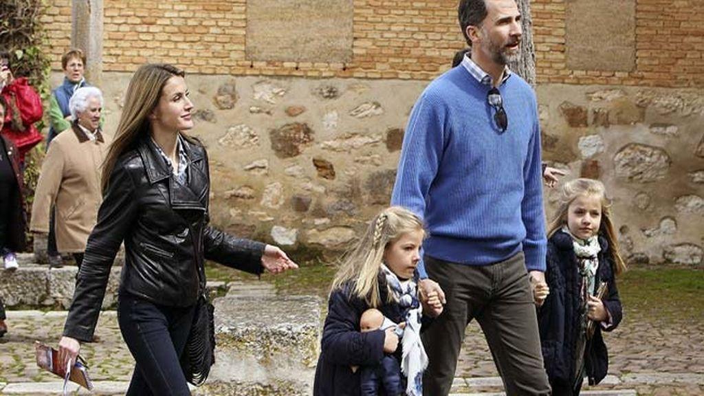 Los Príncipes de Asturias y sus hijas visitan la ciudad de Almagro