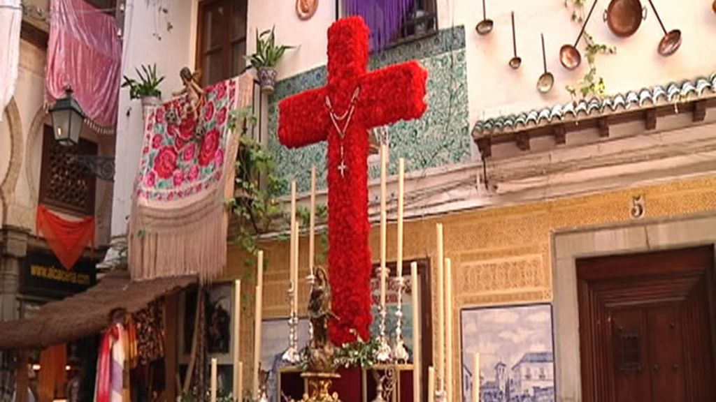 Ejemplo de altar con cruz en Granada