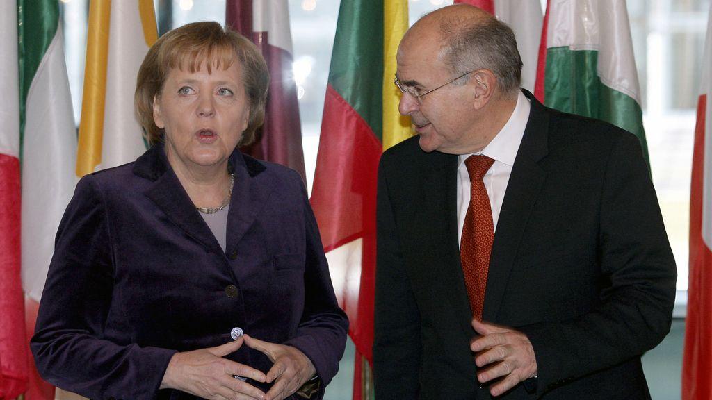Vassilios Skouris con Angela Merkel en una imagen de archivo