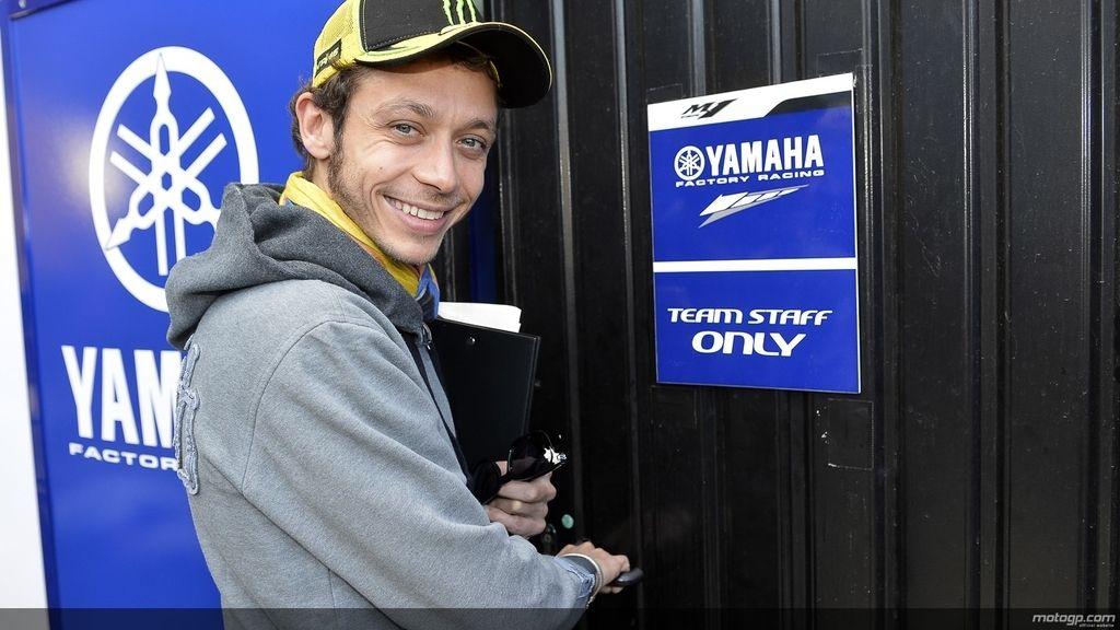 Rossi se reencuentra con Yamaha en los test de Valencia