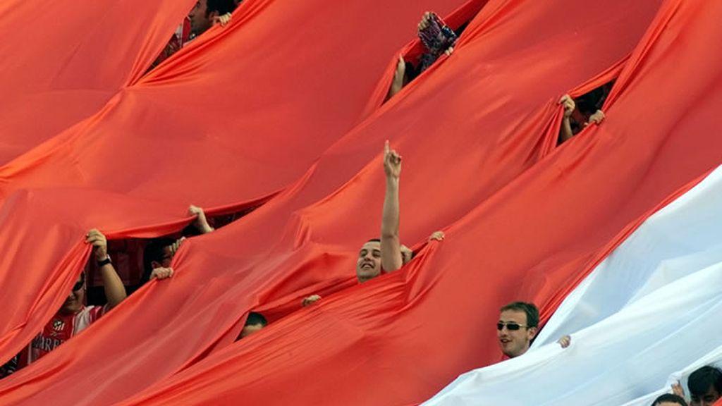 El Calderón se engalana para el derbi madrileño