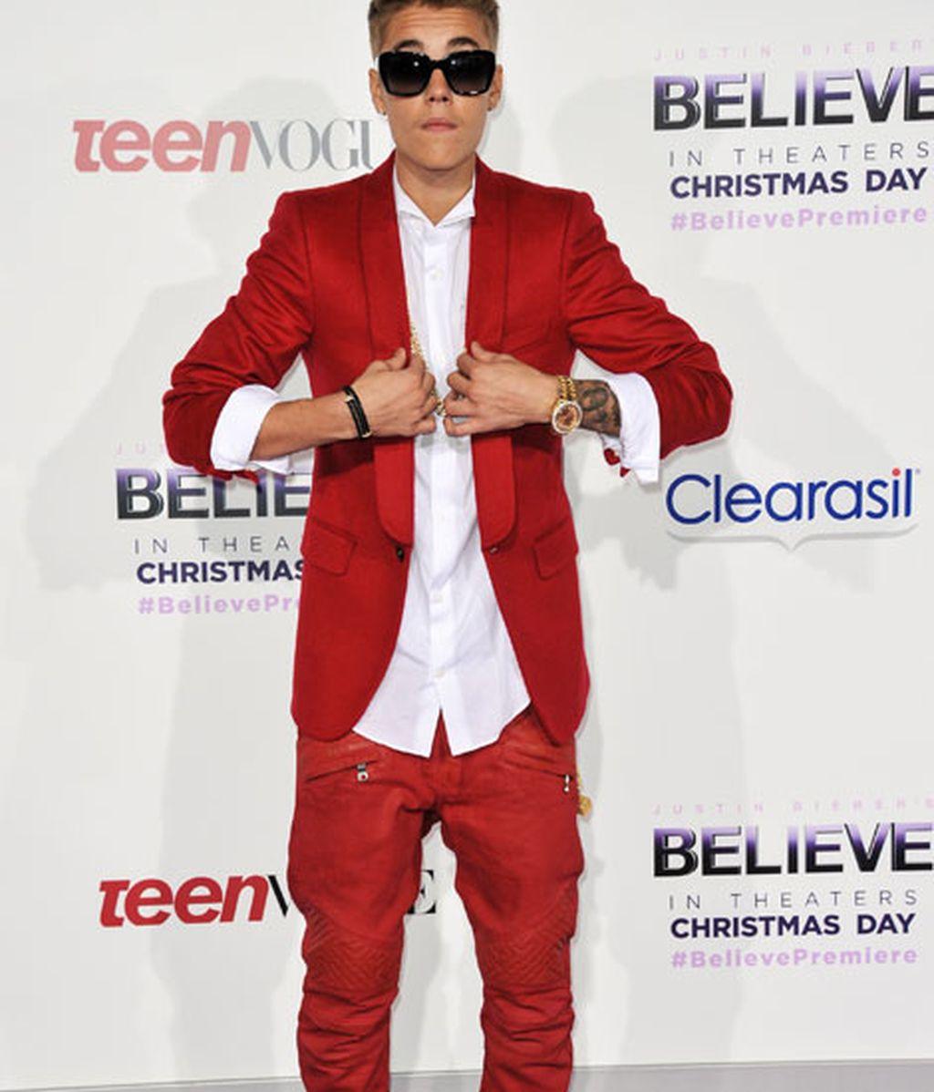 De rojo y oro en la premiere internacional de 'Justin Bieber's Believe'