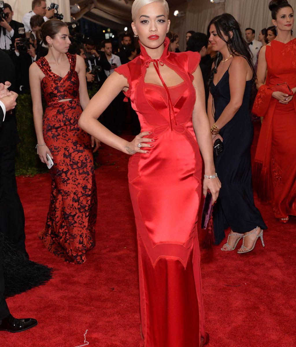 Rita Ora vestida de Tom Ford