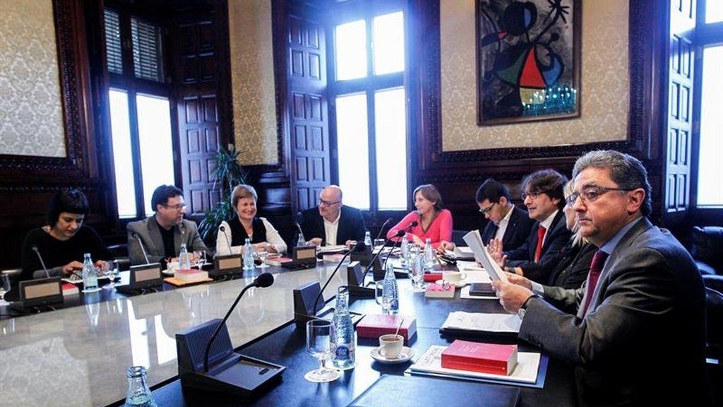 Forcadell sigue con la tramitación del texto de JxSí-CUP pese al rechazo de la oposición
