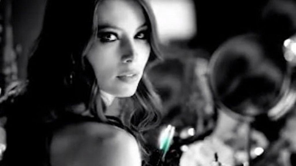 Jessica Biel, sensual para Revlon