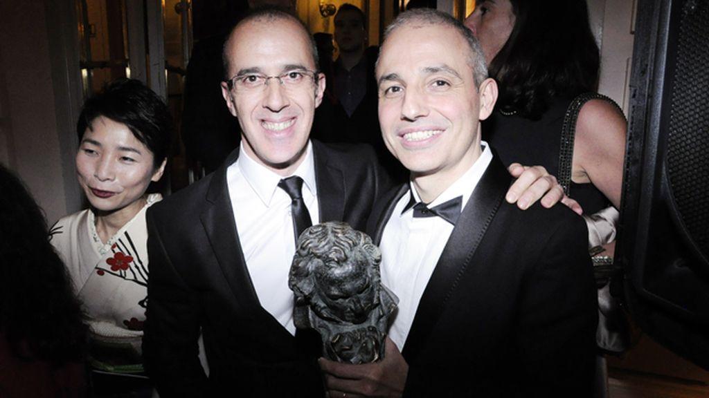"""El gran triunfador de la noche, Pablo Berger, director de """"Blancanieves"""", con Iñigo Rotaetxe"""