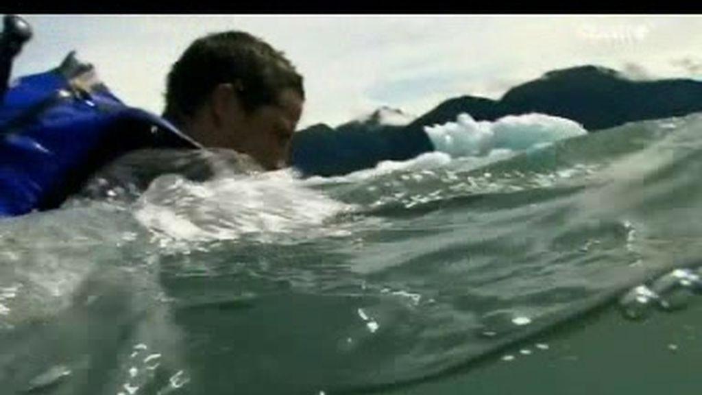 Montañas de Alaska: ¿Cómo nadar en el agua helada?