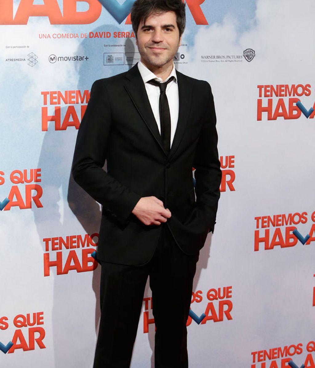 Ernesto Sevilla de negro y con corbata
