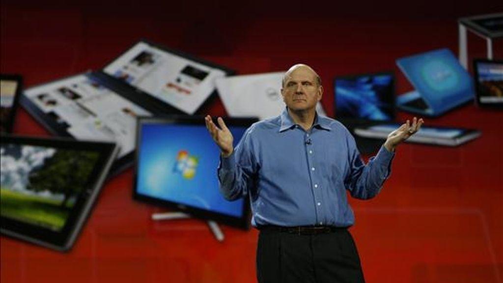 El director ejecutivo de Microsoft, Steve Ballmer, habla en el Consumer Electronics Show (CES), la mayor feria electrónica del mundo, en Las Vegas, Nevada (EEUU). EFE