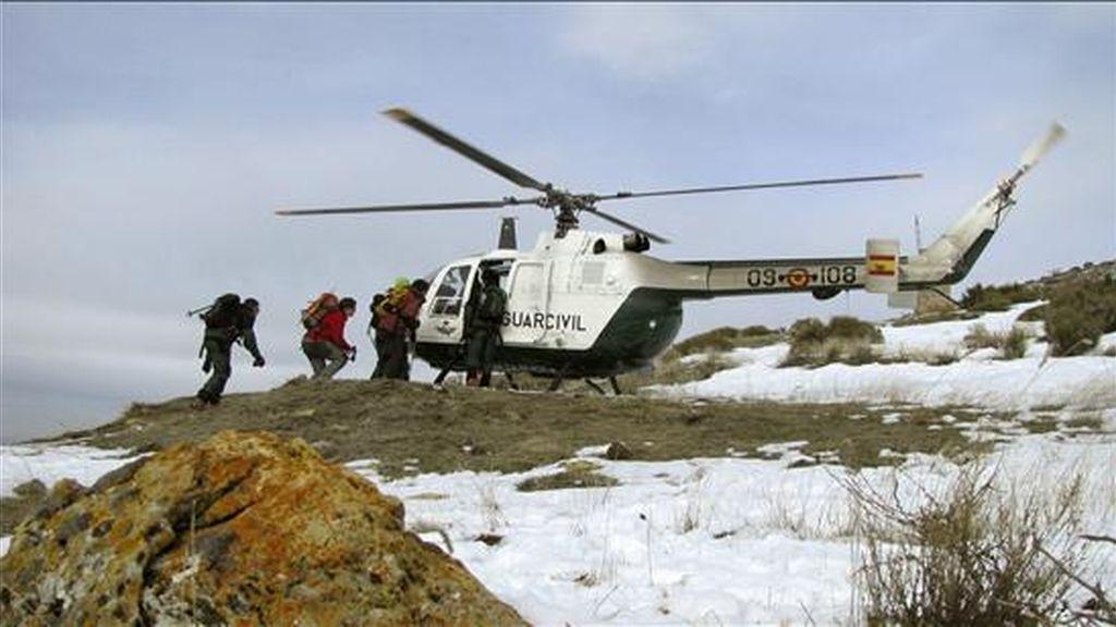En la imagen, efectivos del Servicio de Rescate e Intervención en Montaña (Sereim) de la Guardia Civil de Granada. EFE/Archivo