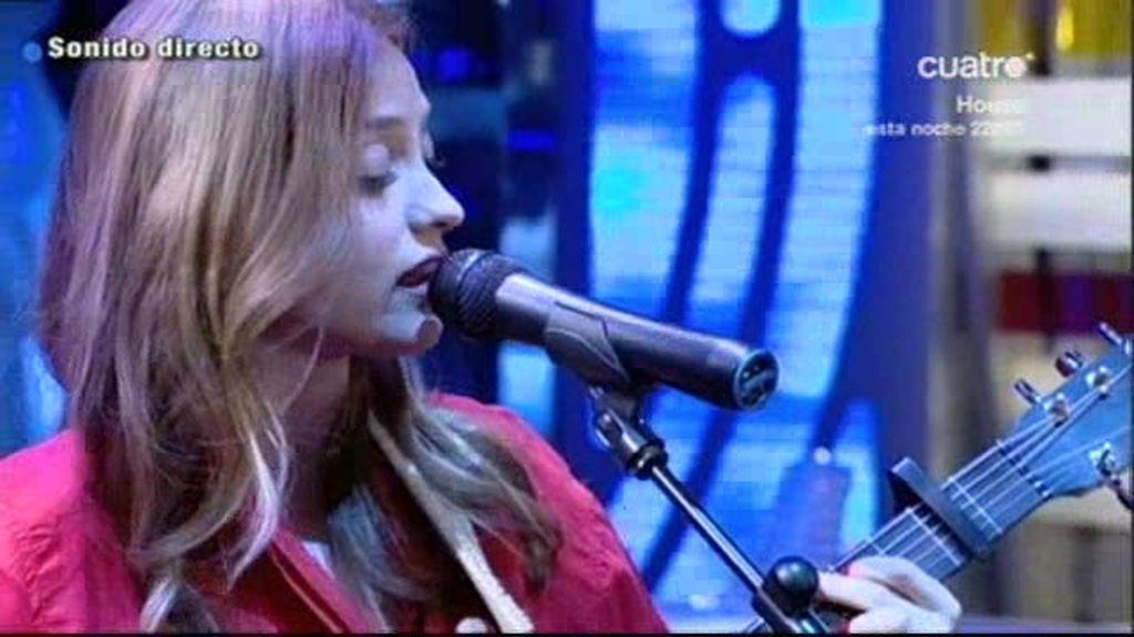 Russian Red presenta su single...