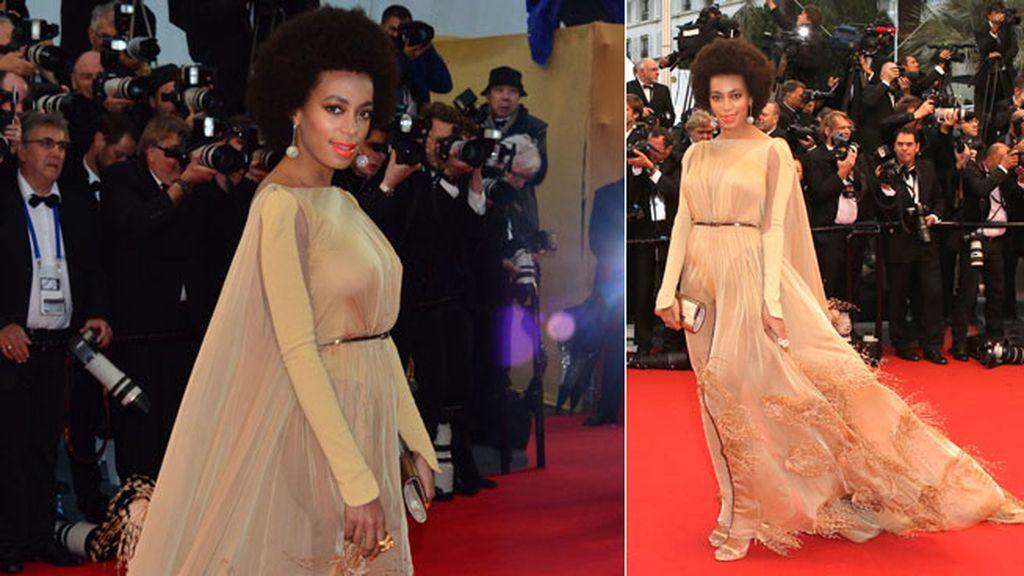 La cantante Solange Knowles prefirió un discreto amarillo para su vestido