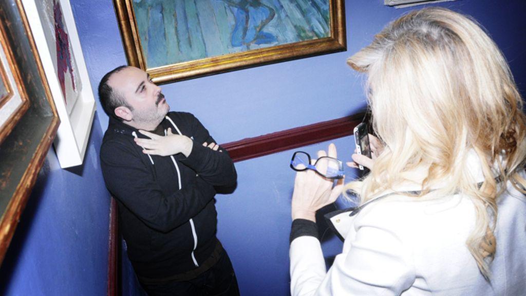 Bibiana Fernández haciendo una foto a Carlos Areces que, seguro, termina colgada en su instagram
