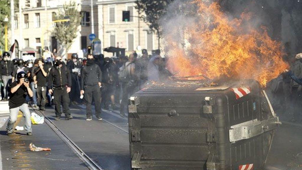 Duros enfrentamientos entre policías e 'indignados' en Roma