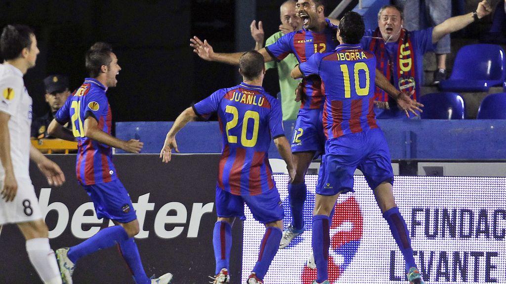 Juanfran celebra su gol contra el Helsingborg en el estreno europeo del Levante