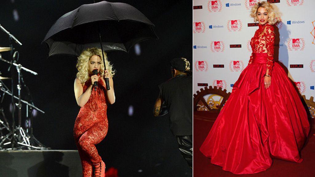 Rita Ora se desprendió de su aparatosa falda para actuar en el escenario