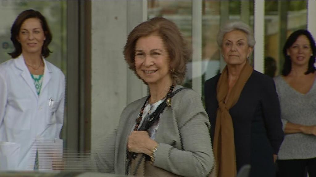 La reina visita a don Juan Carlos