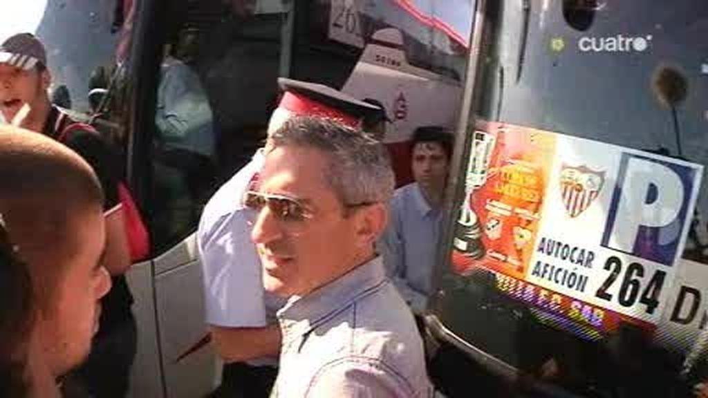 Asistimos a un control de carretera a los aficionados del Sevilla