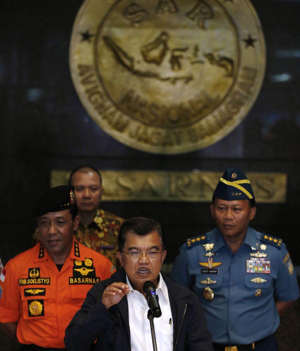 """Las autoridades indonesias reconocen que hay """"muchas posibilidades"""" de que haya ocurrido un accidente"""